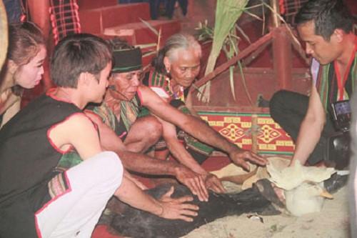 Tục cúng sức khỏe của người M'nông ở Tây Nguyên