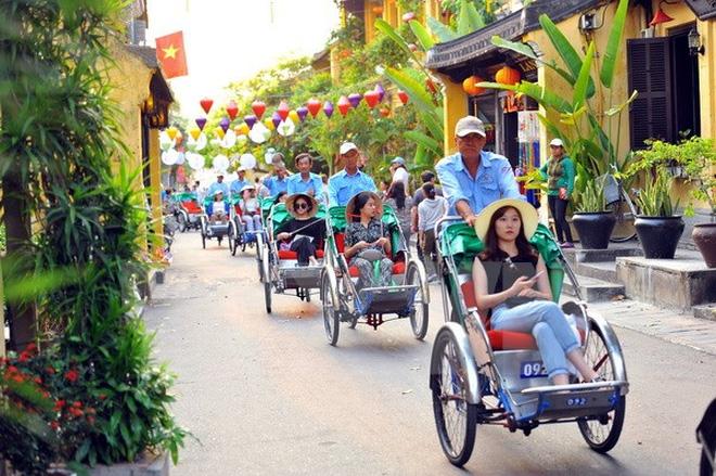 Bảy tháng đầu năm, khách quốc tế đến Việt Nam đạt gần 9,8 triệu lượt