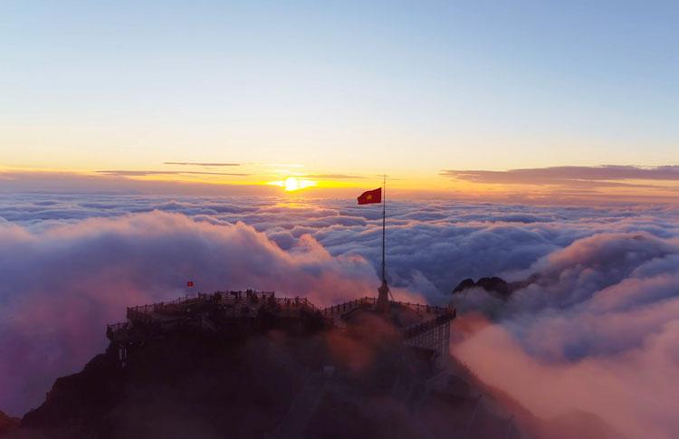 Fansipan - bồng bềnh giữa mây ngàn