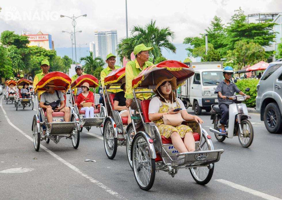 Trải nghiệm tham quan Đà Nẵng bằng xe xích lô