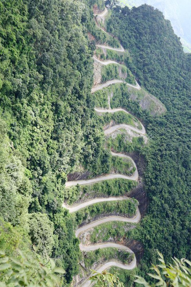 Chinh phục đèo 14 tầng nổi tiếng bậc nhất ở Cao Bằng