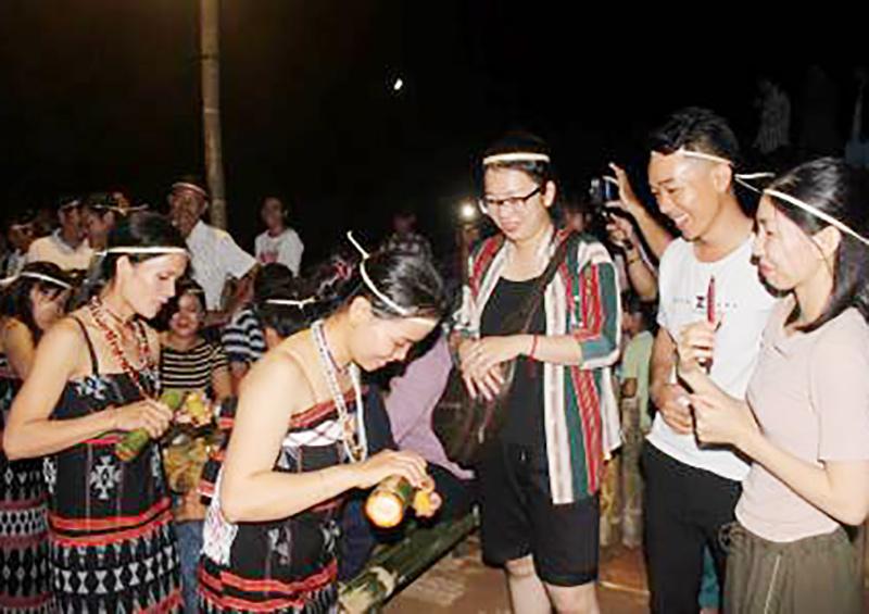 Điểm sáng du lịch cộng đồng Tây Giang – Quảng Nam