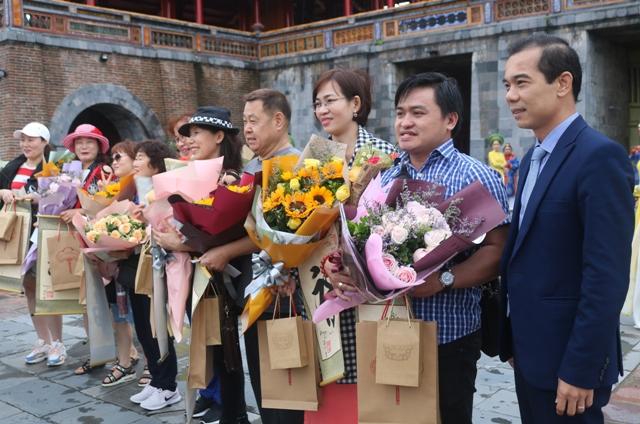 Thừa Thiên Huế: Đón 10 du khách đầu tiên thăm di sản
