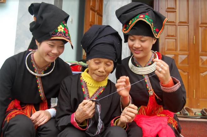 Độc đáo trang phục người Dao Yên Bái