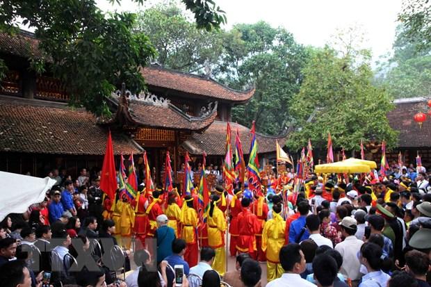 Hà Nội: Gần 40.000 người trẩy hội chùa Hương trong ngày khai hội