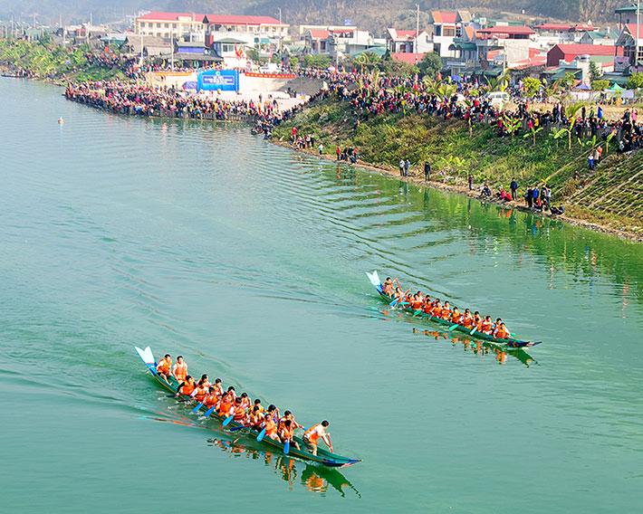 Mường Lay-Điện Biên hút khách du lịch từ Lễ hội Ðua thuyền đuôi én