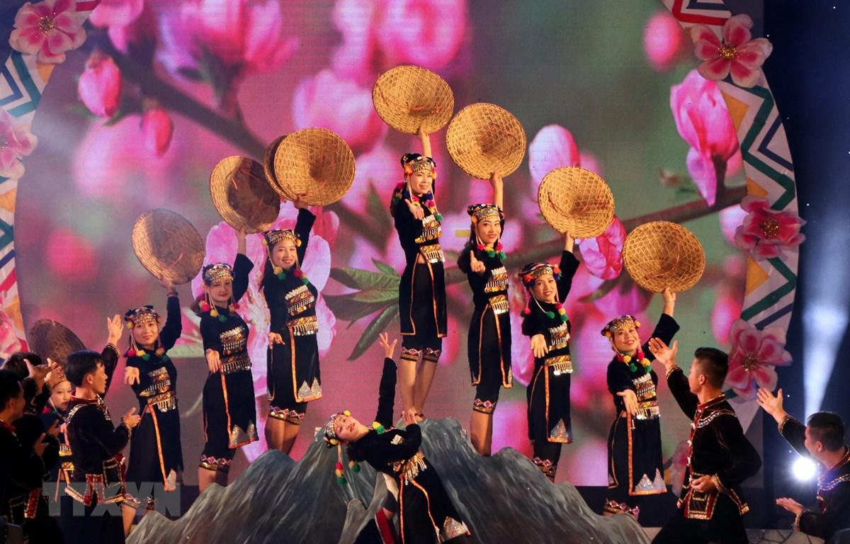 Bế mạc Lễ hội Ném còn ba nước Việt-Lào-Trung và đón chào Năm Mới