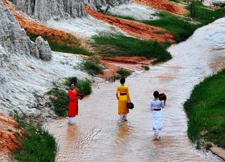 Bình Thuận: Suối Tiên đón gần 10.000 lượt khách du xuân Canh Tý