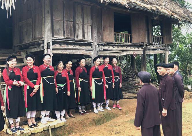 Người Cao Lan (Tuyên Quang) giữ nếp nhà cổ