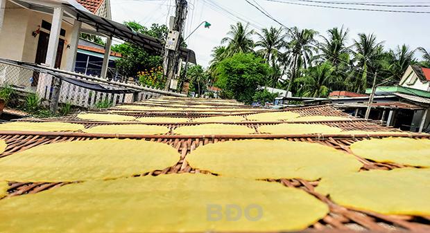 Khám phá nghề làm bánh tráng khoai lang (Bình Định)