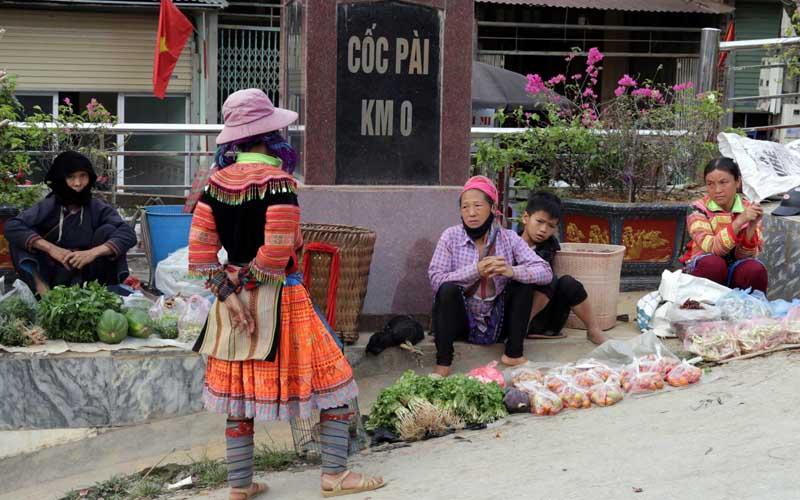 Níu chân Chợ phiên Cốc Pài (Hà Giang)