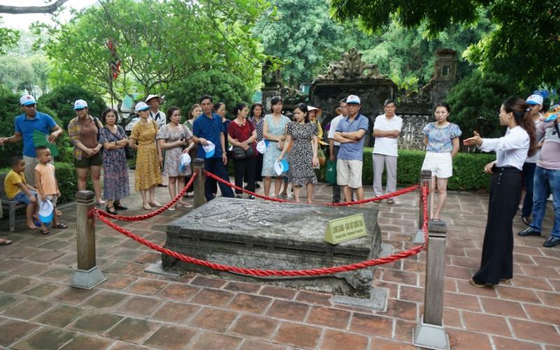 Ngắm Bảo vật quốc gia Long sàng ở cố đô Hoa Lư