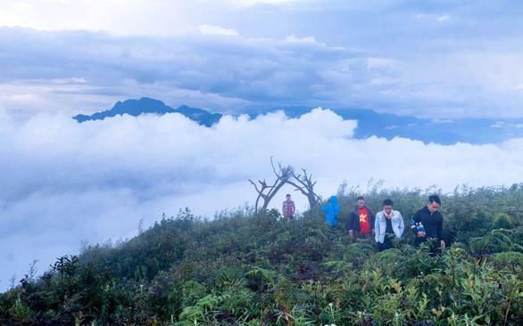 Săn mây ở đỉnh Lảo Thẩn ở Y Tý (Lào Cai)