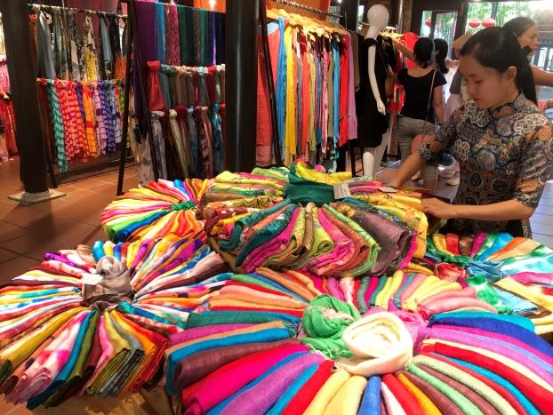 Làng nghề tơ lụa Mã Châu