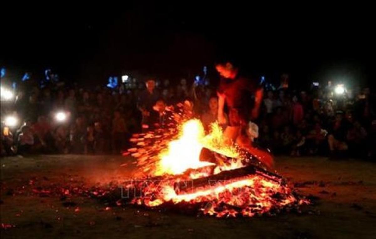 Lễ Nhảy lửa của người Dao Đỏ được công nhận là Di sản văn hóa phi vật thể quốc gia