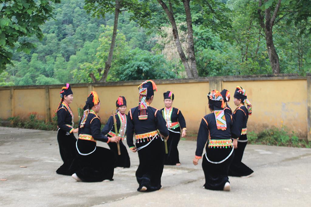 Nét đặc trưng trong Nghệ thuật múa của người Khơ Mú