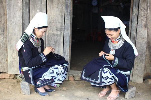 Độc đáo trang phục phụ nữ Dao Tiền