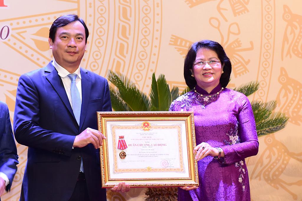 Tổng cục Du lịch vinh dự đón nhận Huân chương Lao động hạng Nhất tại Đại hội Thi đua yêu nước Bộ VHTTDL lần thứ III