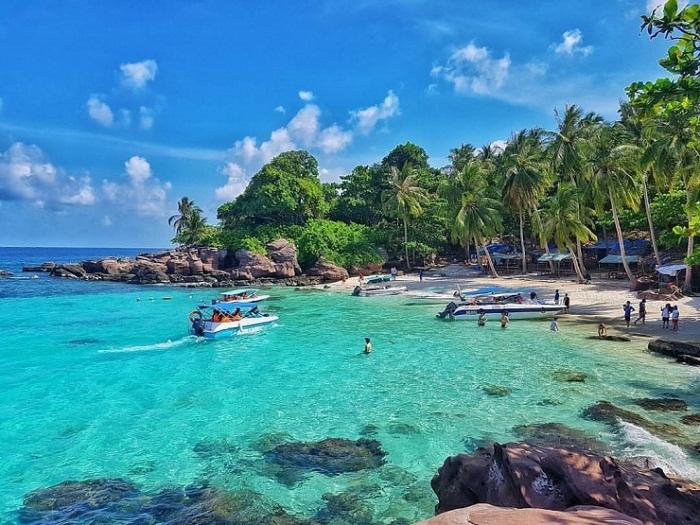 Phát triển mạnh kinh tế du lịch biển, đưa Quảng Ninh, Phú Quốc trở thành các trung tâm du lịch biển tầm quốc gia, quốc tế