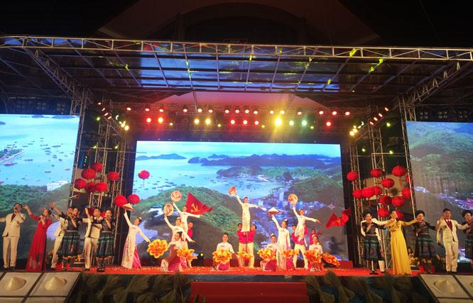Triển lãm ''Du lịch qua các miền di sản văn hóa Việt Nam''