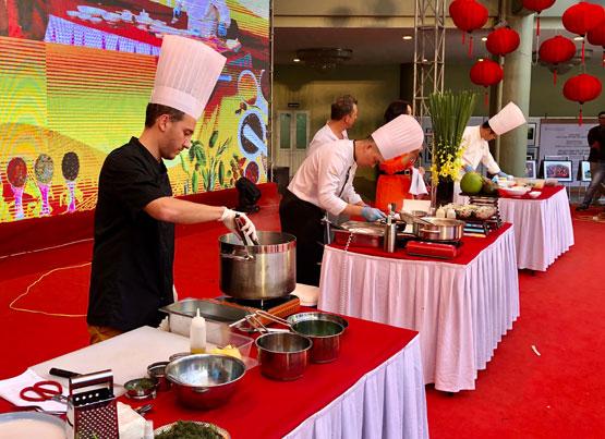 Trình diễn, giới thiệu ẩm thực Việt Nam và thế giới