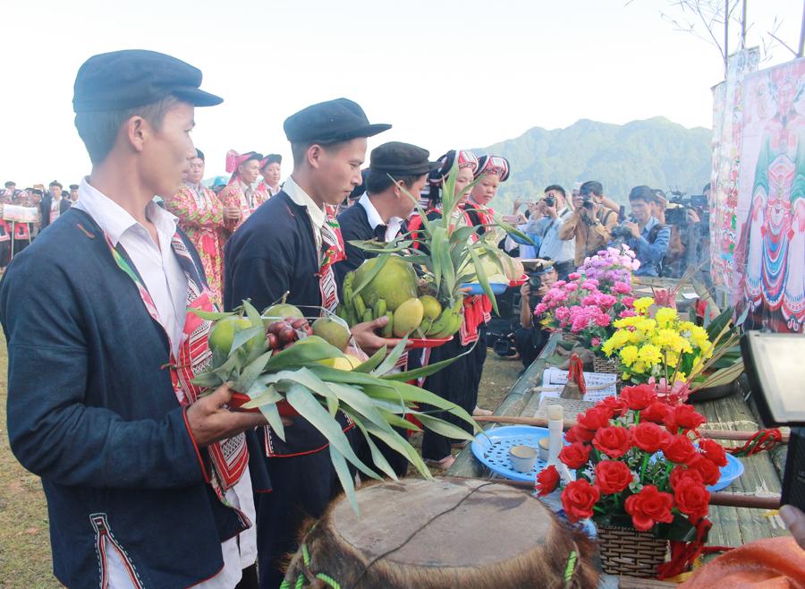 Lễ hội Bàn Vương dưới đỉnh Chiêu Lầu Thi