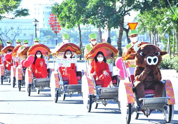 """Diễu hành xích lô du lịch quảng bá Lễ hội """"Đà Nẵng – Chào năm mới 2021"""""""