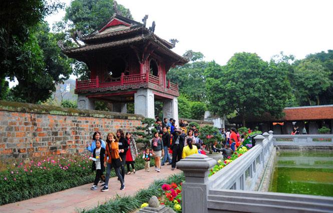 Hà Nội đón đoàn du khách nội địa đầu tiên đến Thủ đô năm 2021 với trải nghiệm đặc biệt