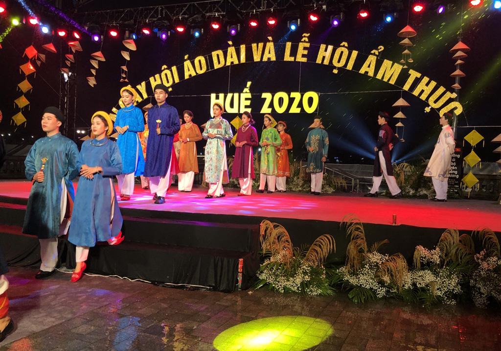 Tổng cục trưởng Nguyễn Trùng Khánh dự khai mạc Ngày hội Áo dài và Lễ hội Ẩm thực Huế năm 2020