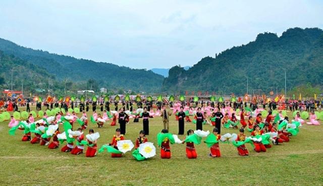 Tổ chức định kỳ ngày hội văn hóa, thể thao và du lịch vùng đồng bào dân tộc thiểu số