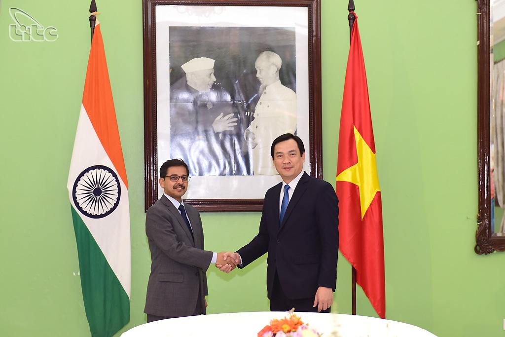 Tổng cục trưởng Nguyễn Trùng Khánh và Đại sứ Ấn Độ Pranay Verma nhất trí mục tiêu đạt 500.000 lượt khách hai chiều vào năm 2022