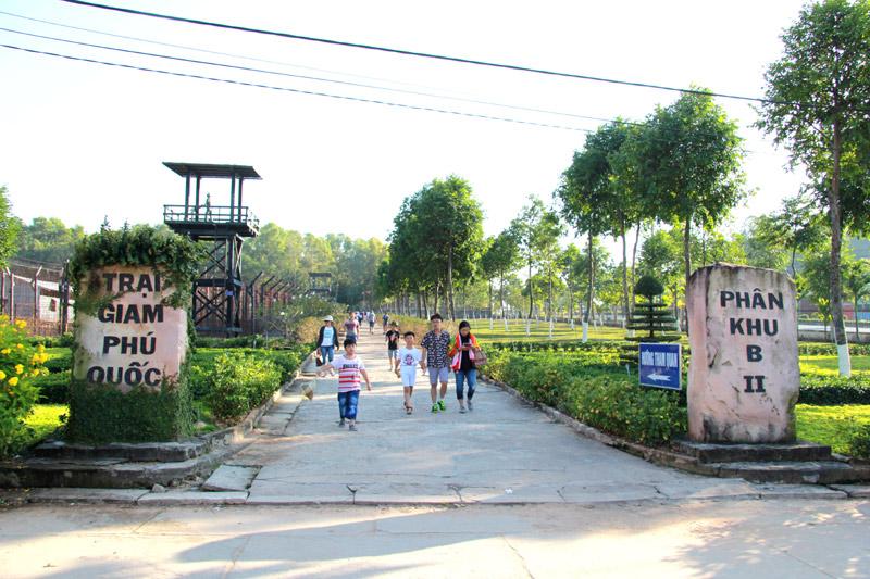 Thăm di tích Nhà tù Phú Quốc