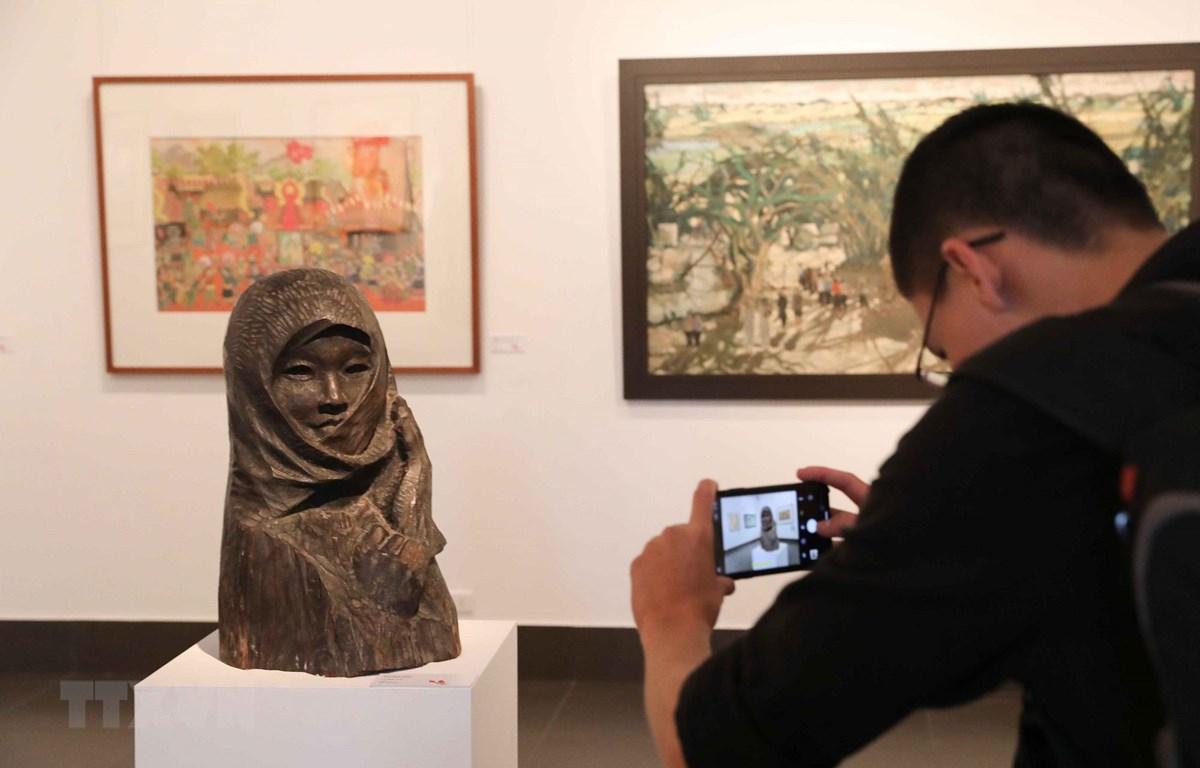 Lần đầu tiên Triển lãm mỹ thuật Việt Nam có nghệ sỹ Việt kiều tham dự