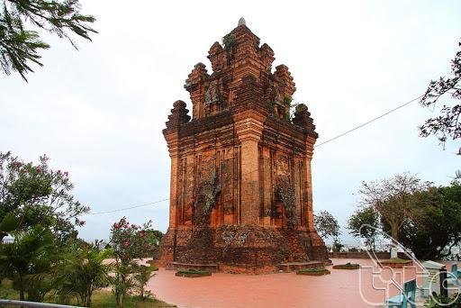 Phú Yên tạm dừng tham quan di tích lịch sử, danh lam thắng cảnh