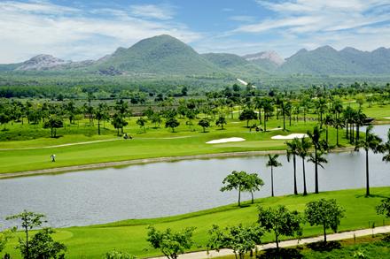 Hồ Đồng Chương điểm du lịch hấp dẫn khi đến Ninh Bình