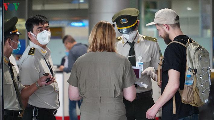 Tạm ngừng miễn thị thực đối với công dân Italy