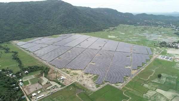 """Độc đáo du lịch """"trang trại điện mặt trời"""""""