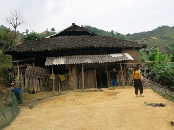 Những nghi lễ dựng nhà mới của người Lô Lô ở Cao Bằng