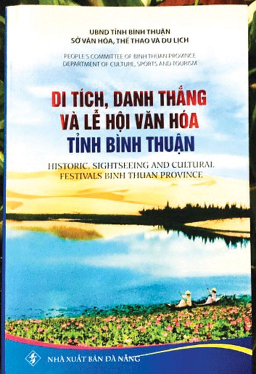 """Ra mắt sách """"Di tích, danh thắng và lễ hội văn hóa tỉnh Bình Thuận"""""""