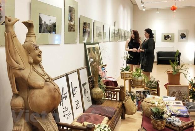Khai mạc Triển lãm ảnh và Góc trưng bày văn hóa Việt Nam tại Hungary