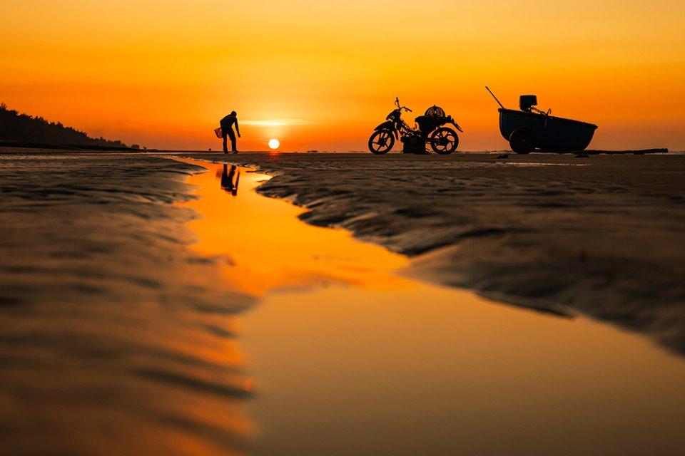 Bình minh cùng người dân chài trên biển Hồ Tràm (Bà Rịa - Vũng Tàu)