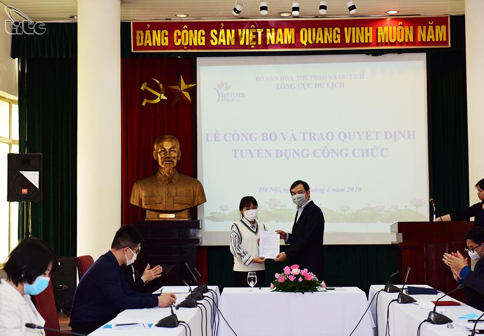 Lễ công bố và trao Quyết định tuyển dụng công chức Tổng cục Du lịch năm 2020