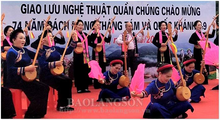 Văn nghệ quần chúng góp phần giữ gìn văn hóa dân tộc