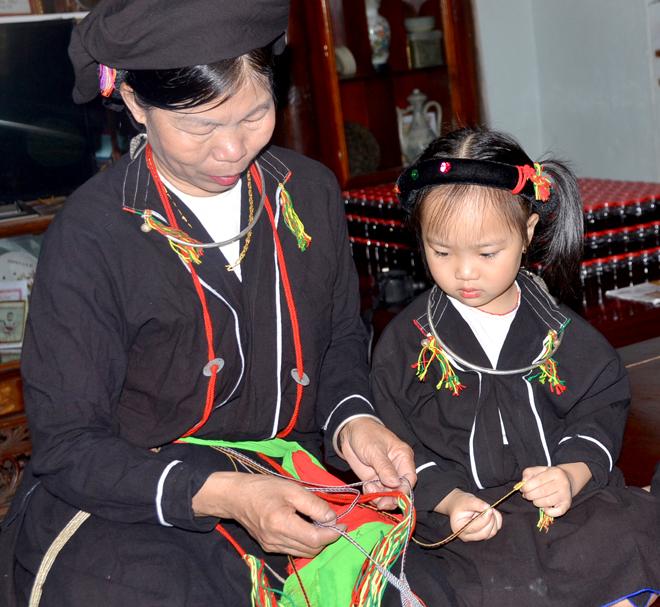 Câu lạc bộ Hoàng Tân giữ gìn trang phục truyền thống