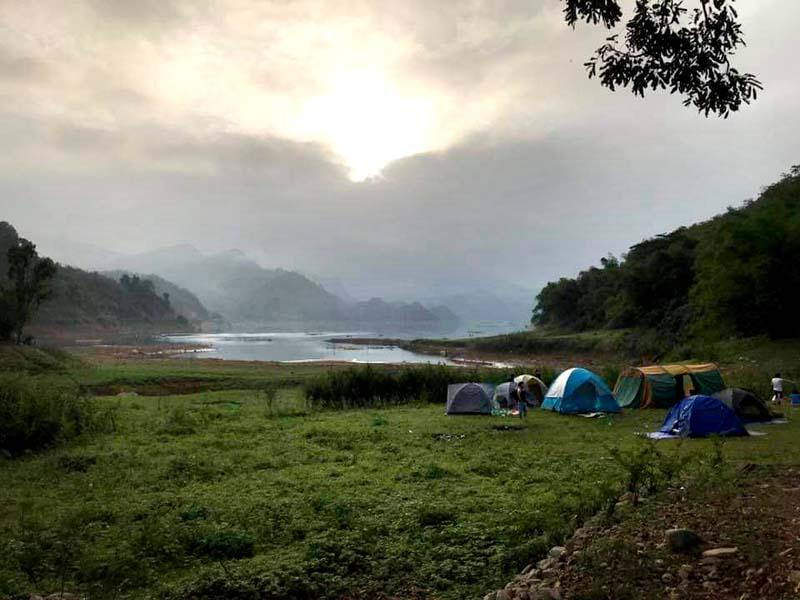 Trải nghiệm cảm giác bình yên bên sông Đà