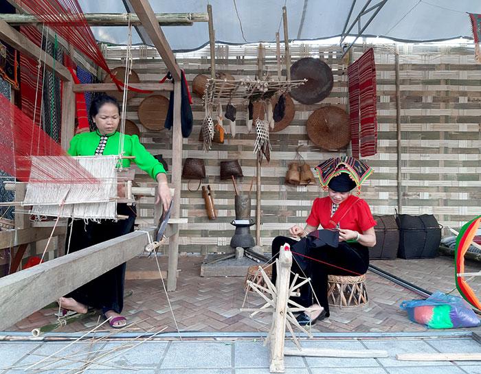 Cộng đồng các dân tộc ở Điện Biên: Giữ gìn nghề dệt truyền thống