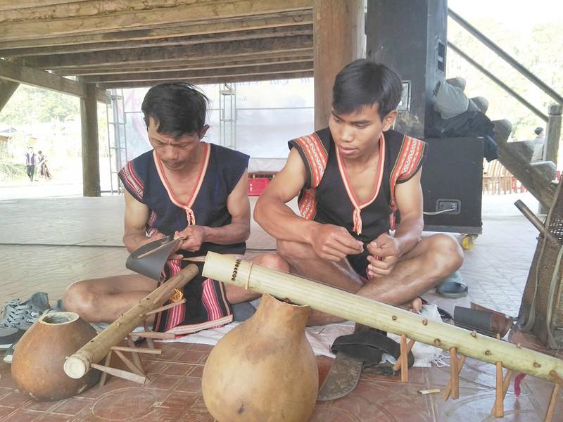 Bảo tồn nhạc cụ truyền thống của người Sê đăng và H'rê ở Kon Tum