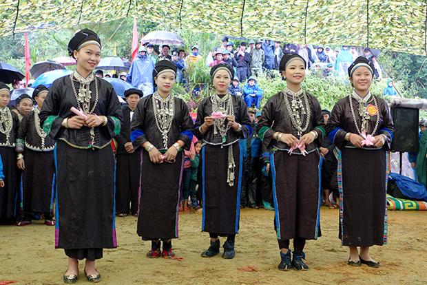 Gìn giữ nét đẹp trang phục dân tộc Nùng