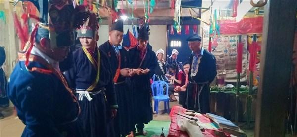Cần bảo tồn, gìn giữ tranh thờ của người Dao