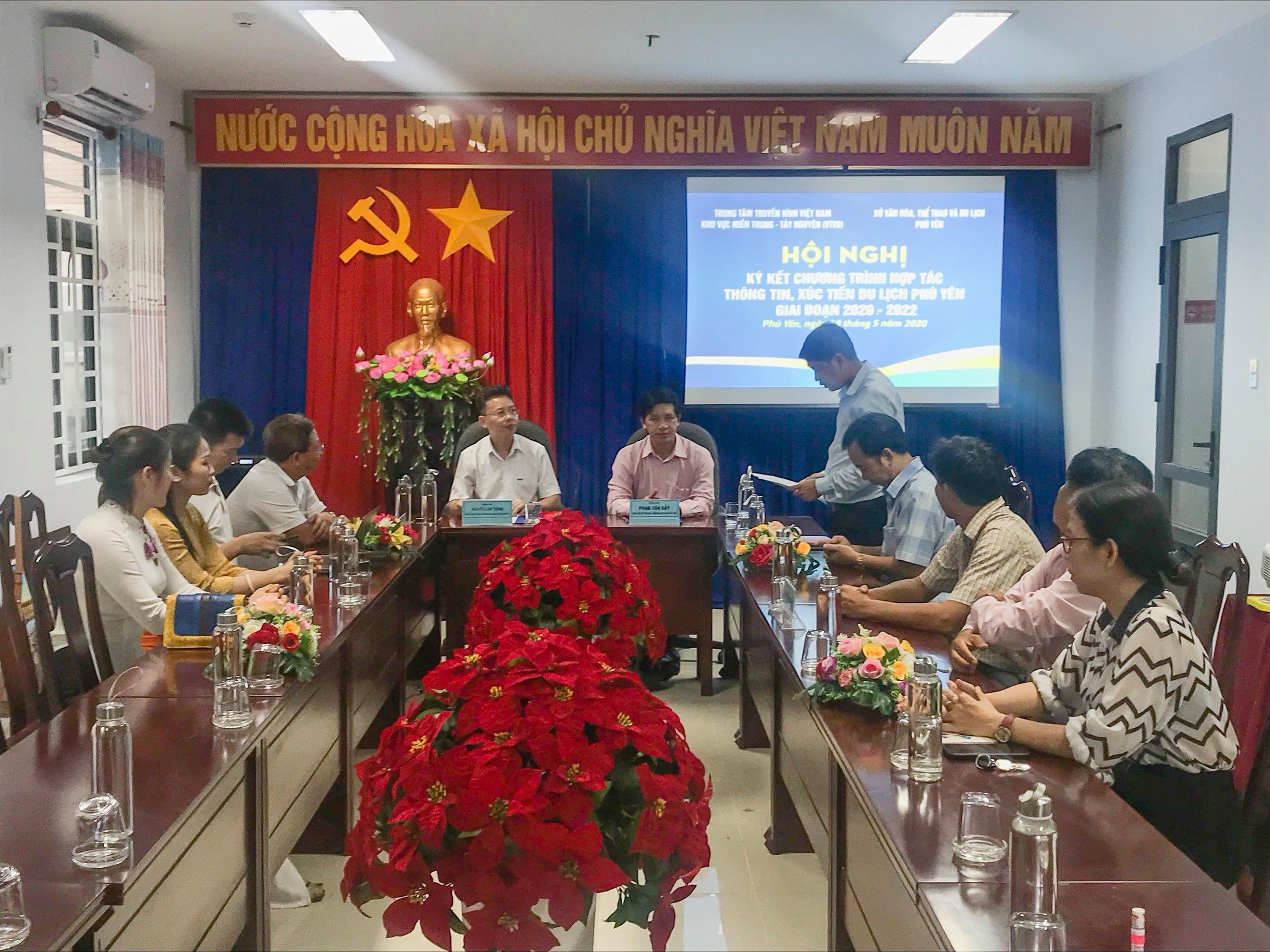 Ký kết Chương trình hợp tác thông tin, xúc tiến du lịch Phú Yên